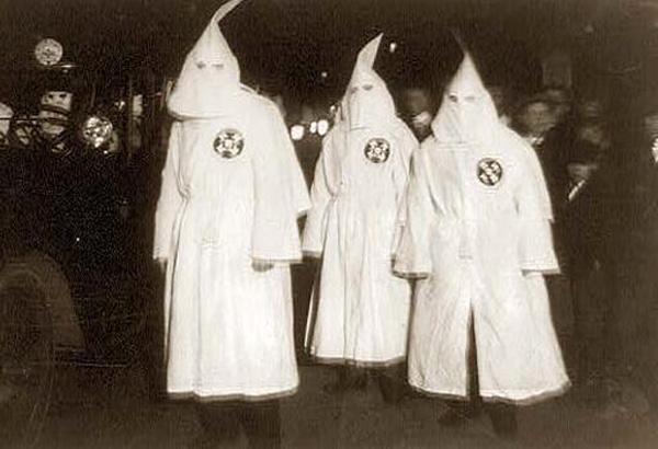 foto di Terry, Hart, Milner mentre raggiungono lo stadio