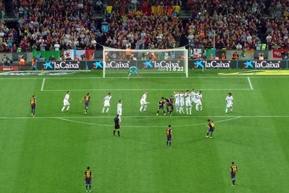 foto del secondo gol di Messi dalla curva opposta