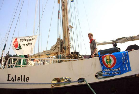 foto della imbarcazione Estelle a Napoli