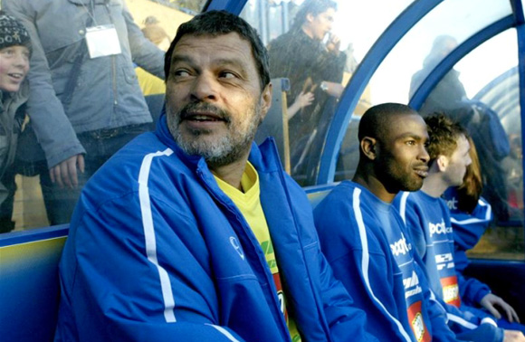 foto di Sócrates on the bench of Garforth Town