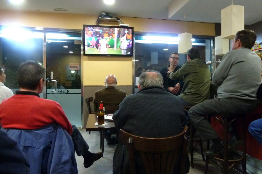 © Gori - Al bar con i vecchietti