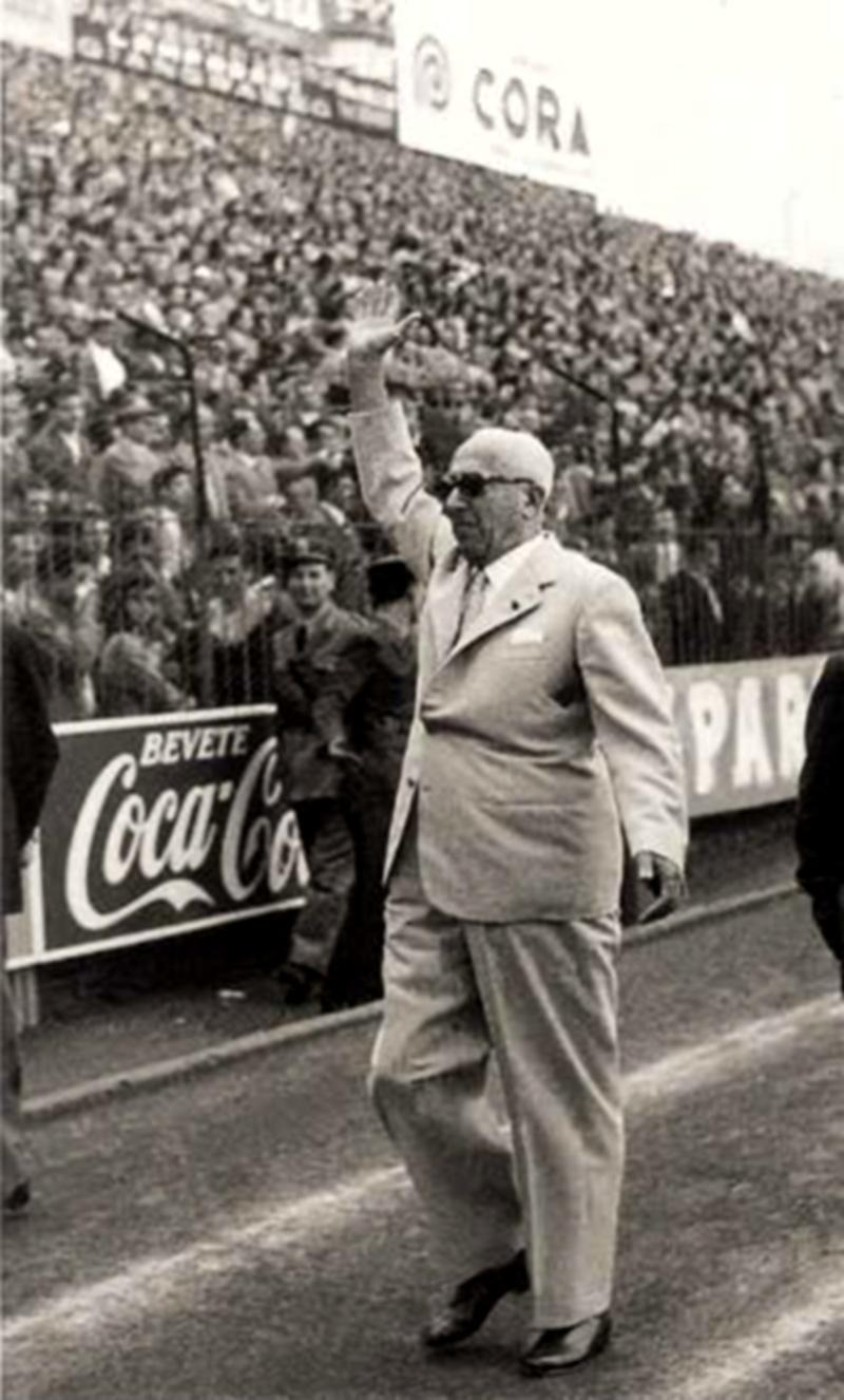 foto di Achille Lauro allo stadio