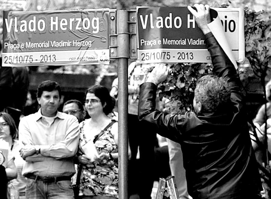 In più luoghi a San Paolo sono stati sostituiti i nomi delle strade e delle piazze