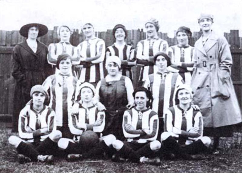 1917, 25 Dicembre, prima partita delle Dick, Kerr's Ladies