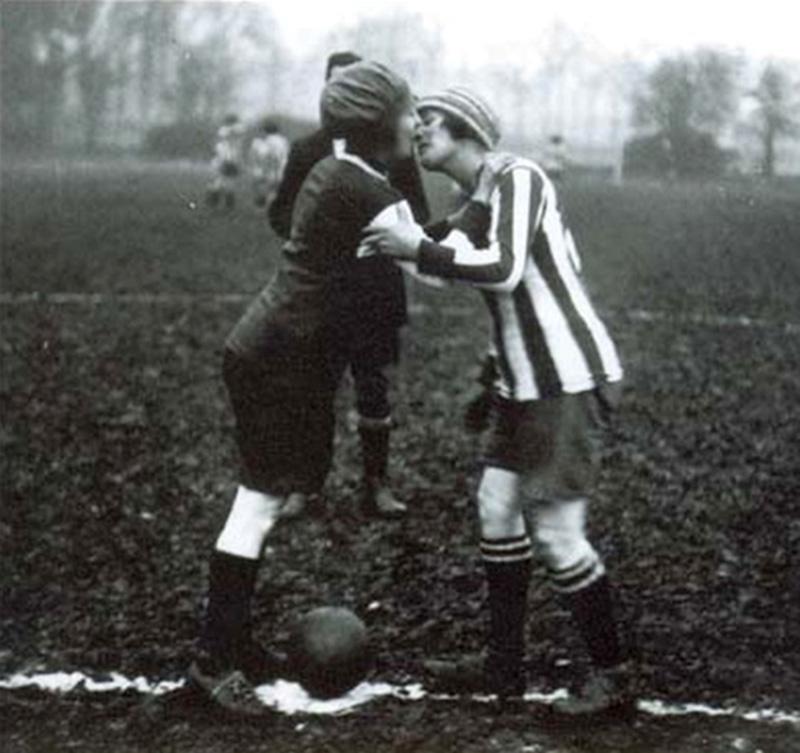 1921, Inghilterra-Francia, bacio tra le capitane
