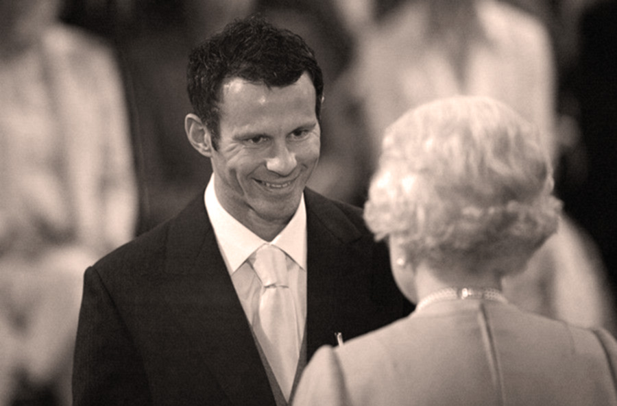 foto di Ryan Giggs con la regina Elisabetta II